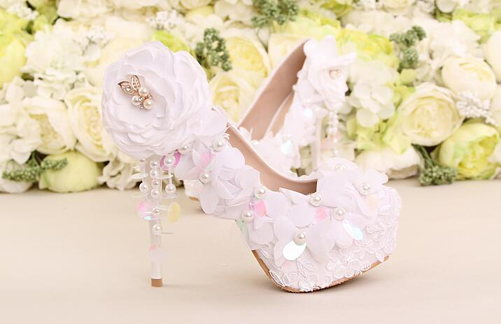 ФОТО Wedding ceremony bride best choice white shoes gladiator high heels lace flower and bling bling paillette embellishment