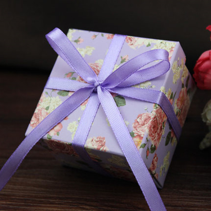 Wedding Gifts For Invitees: 50pcs/lot Small Zize Purple And Green Flower Candy Box For