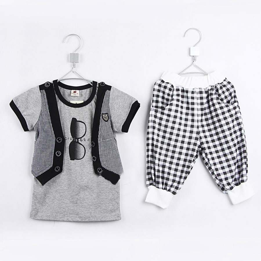 Not just for baby girl anymore, Mud Pie makes outfits and the accessories that go.