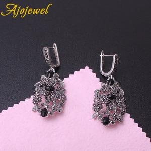 Image 4 - Ajojewel Juego de joyas Vintage para mujer, collar de flores huecas de cristal negro, pendientes, anillo, joyería