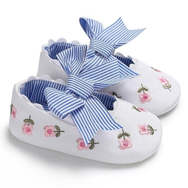 아기 첫 워커 보우 공주 신발 여름 새로운 수 놓은 스타일 패션 아기 소녀 신생아 부드러운 유아 신발 0-18 m