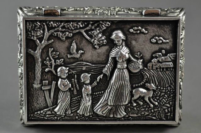 TNUKK Elaborate Chinese Village Flower Mother And Children Auspicious Jewel Box.