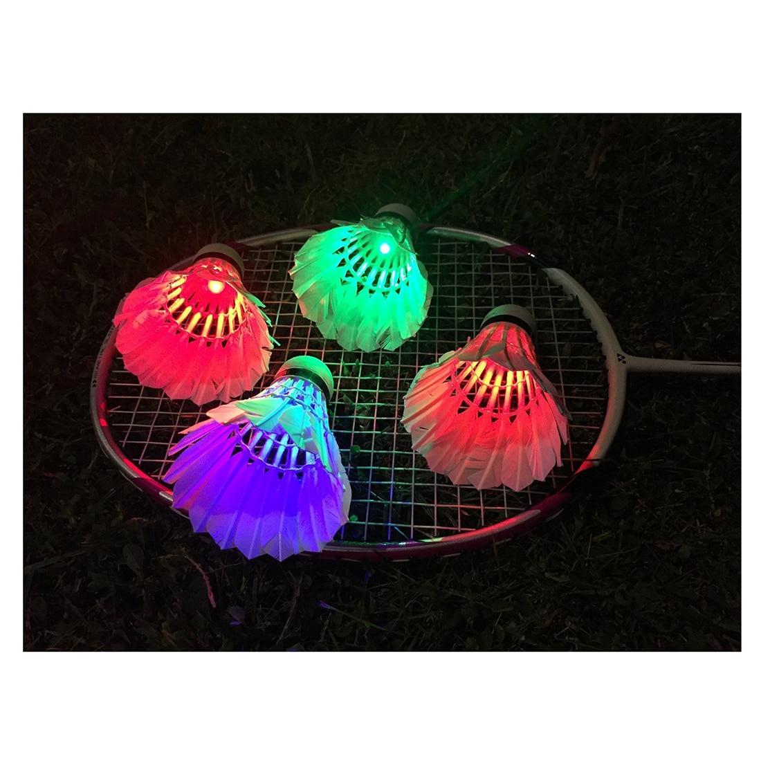LOFTWELL Темная ночь Glow Бадминтон Волан Птички Lightning для наружного и занятий спортом в помещении (4 упак.)