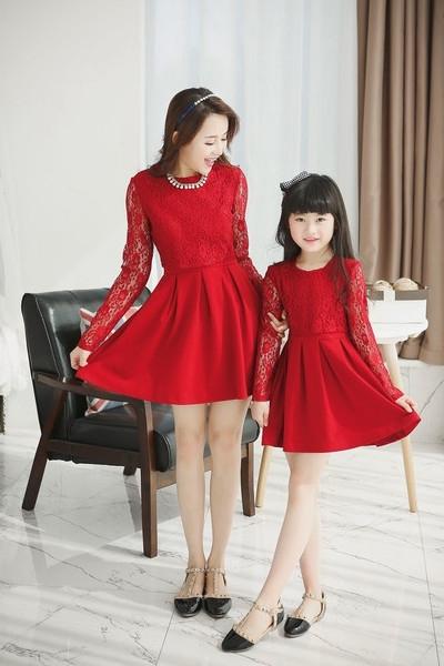 Familia conjunto moda de color negro rojo largo de la manga del cordón y cubierta de encaje madre e hija vestido vestidos madre hija retai