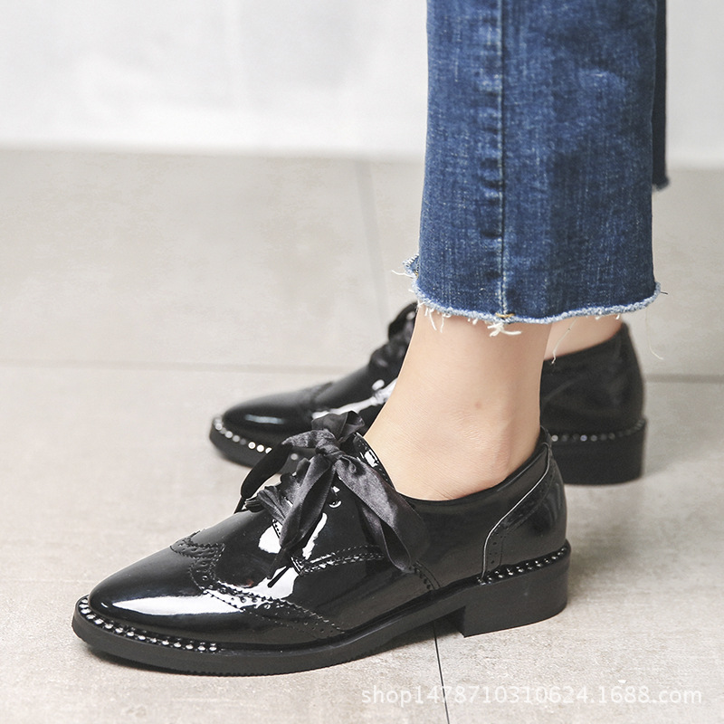 98cdb643d17a6 Japanned Leather Bullocks Women Shoes Riband Oxford Ladies Flats Pointed  Toe Carving Derbies Loafers Silk Ribbon Lace up Creeper-in Women's Flats  from Shoes ...