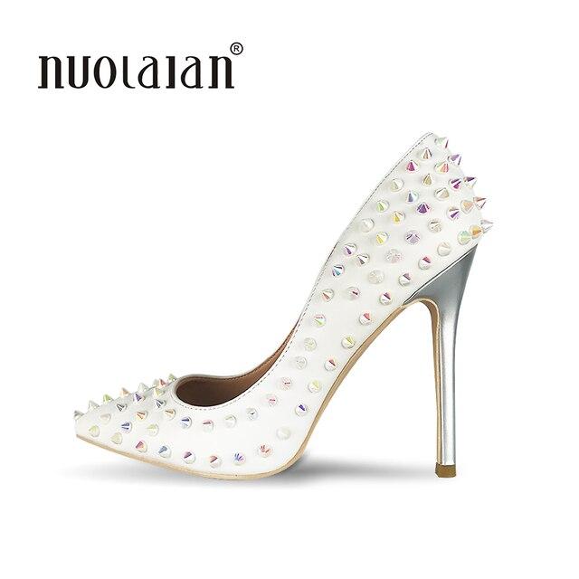 Sexy Mulheres Sapatos De Salto Alto Bombas Sapatos Brancos Calcanhar  Designer De Mulher Apontou Stiletto Sapatos bf6372734a51