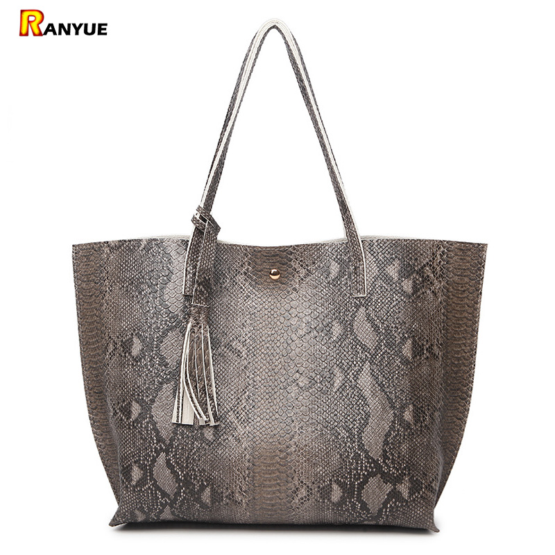 Luxury Snake Pu Leather Shoulder Bags Handbags Women Famous Brands 2017 Big Serpentine Women Bag With Tassel Women Handbag Green smiley sunshine brand serpentine leather women handbags hobo tote bag female snake tassel big shoulder bags ladies crossobdy bag