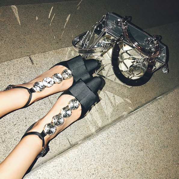 sangle Strass Avec 1 Au Nouveau T Boucle Femelle Carrée Du Rugueux En Arc Chaussures Printemps Début T Forme Sandales Tête De Dans Simples Le Creux 18 4zwqX04