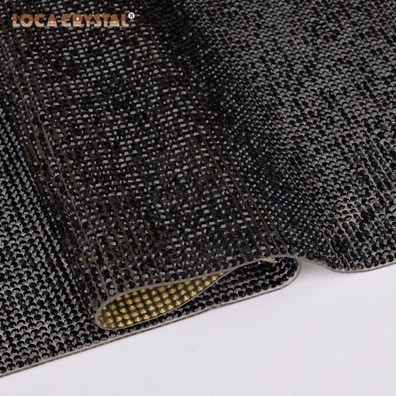 Lámina de diamantes de imitación para decoración de ropa 2020 hechos a mano nuevos bolsos de paja con adornos de cristal de diamantes de imitación bolsos de cubo de paja pequeños bolsos de viaje y bolsos de mano de señora