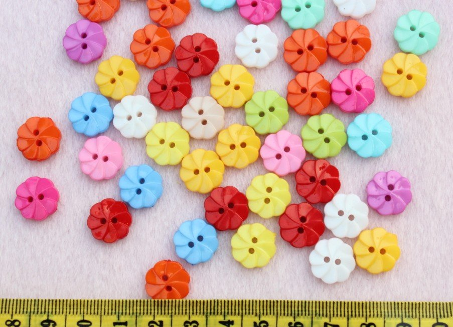 1000 Pièces De Fleurs Arc-en-ciel Coloré Enfants En Plastique Couture Coudre Sur Buttons14mm Livraison Gratuite Tourbillonnant Fleur