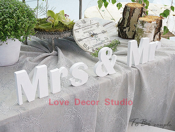 free shipping Mr and Mrs Wedding Sign Mr & MrsPVC letters table decor Wedding gift wedding decoration MR&MRS letters size10cm