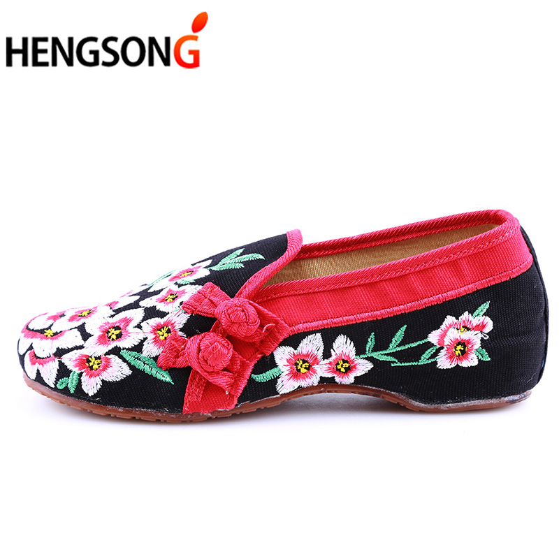 Ladies Old Peking Flower Shoes Women Casual Flats Shoes Peach Blossom Embroidered Cloth Clogs Shoes Super Soft Flats Girls 9