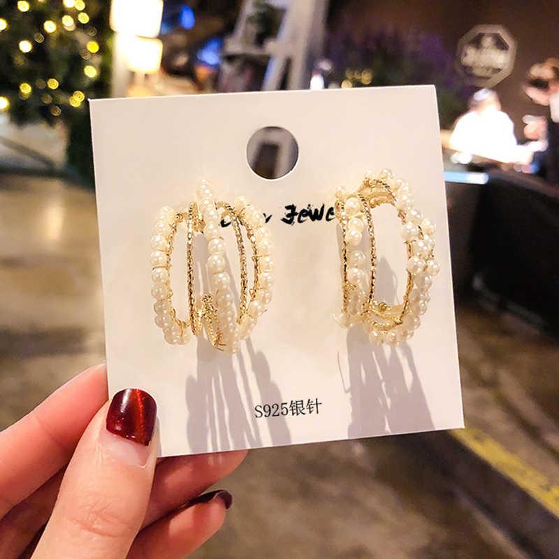Caldo di Modo di Colore Dell'oro C di Perle A Forma di Orecchini A Cerchio Per Le Donne Gioielli di Lusso Orecchini Regalo 2019 Nuovo S925 Ago D'argento l5E736