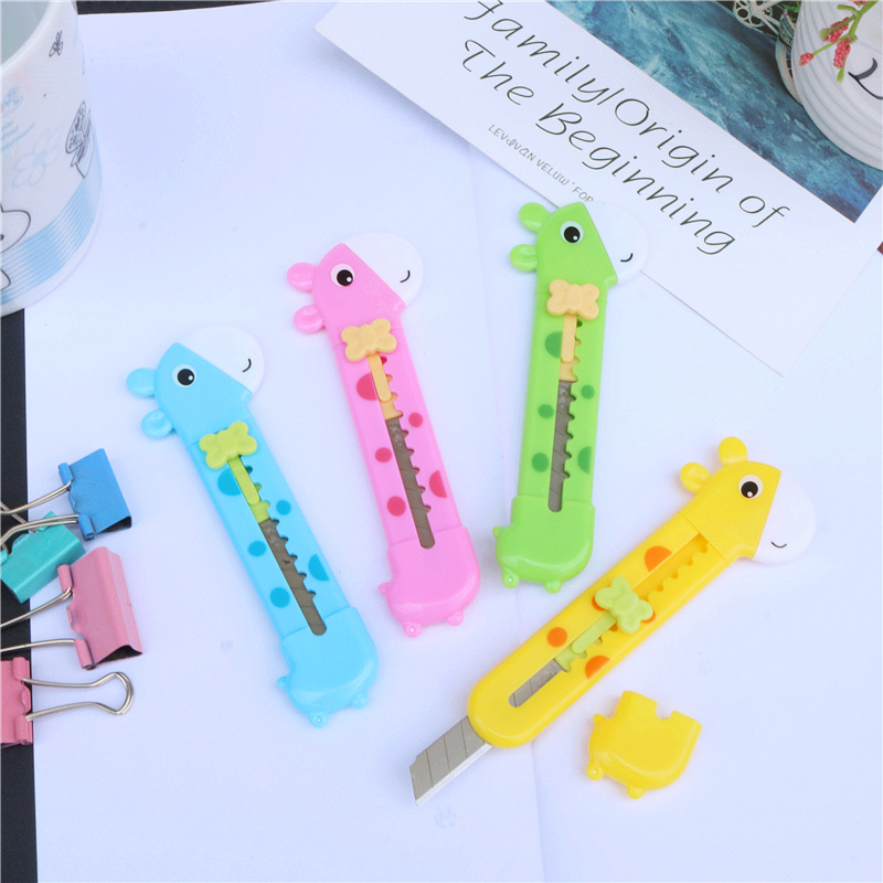 Student Utility Knife Handicraft Cutting Paper 4 Colors Cute Animal Shape Knife Replaceable Blade