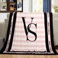 130*150 cm Primavera/Outono Marca Victoria VS Segredo Rosa Coral Tecido de Lã Cobertores de Cama de Flanela Tamanho Do Artigo pequeno Cobertor