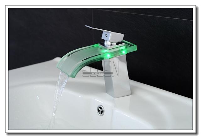 LED svítící umyvadlová baterie s efektem vodopádu měnící barvu podle teploty