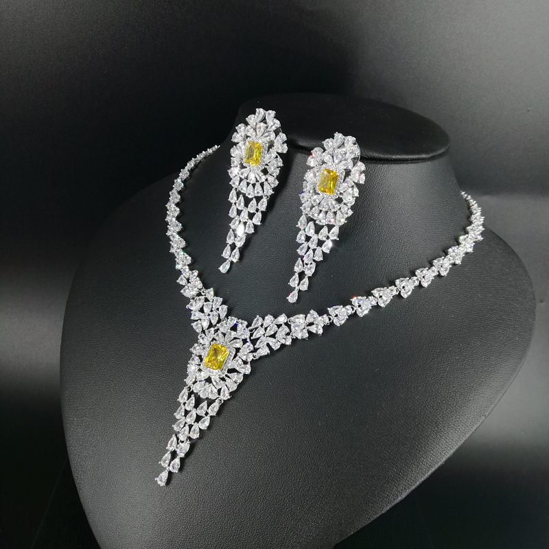 цена на 2018 NEW fashion luxury retro yellow v style zircon golden necklace earring set,wedding bride banquet dress dinner jewelry set
