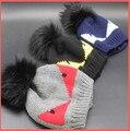 100% Real teñido mapache pompones de piel sombreros de lana caliente lindo pequeño monstruo invierno sombrero hecho punto con genuino pompón de piel mujeres hombres