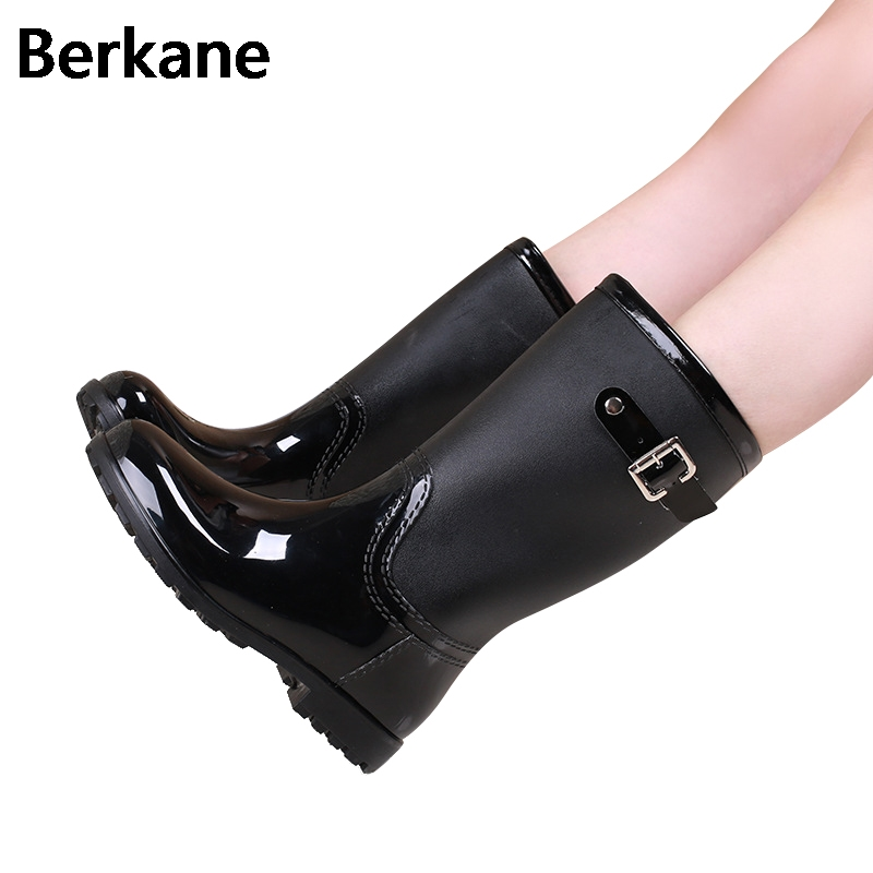 Red Ladies Waterproof Rain Boots Women Rubber Breathable Fashion Buckle Solid Color Rainboots Water Shoes Botas Mujer Quality 2016 fashion waterproof high style women hunting rain boots women water shoes winter rainboots
