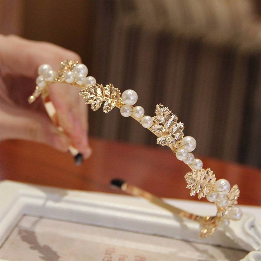 Vintage hair accessory holder - Baroque Luxury Princess Crown Style Bride Wedding Hair Holder Accessoires Vintage Leaf Pearls Gold Metal Hairband Wig Head Band