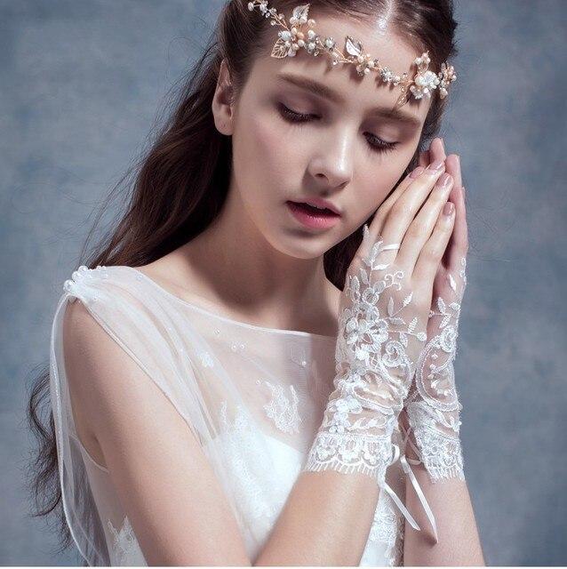2016 de Alta Qualidade Elegante de Noiva Comprimento Pulso Curto Luvas Sem Dedos Casamento Branco Venda Quente Para Acessórios Do Casamento