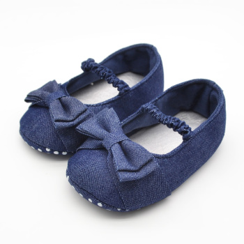 цена на Delebao First Walkers For Baby Shoes Butterfly-knot Color Blue Baby Shoes Soft Sole Baby Girls Shoes Comfortable For 0-15 Month