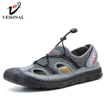 VESONAL 2019 nowe letnie oddychające siatkowe męskie sandały buty na plażę Outdoor Casual Fashion wygodne obuwie męskie Sandalias tanie i dobre opinie Mesh (air mesh) Ankle wrap NONE LEISURE RUBBER Gumką Mieszkanie (≤1cm) Pasuje prawda na wymiar weź swój normalny rozmiar