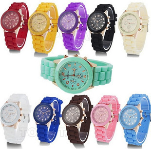Min-is-10-Fashion-Designer-Ladies-sports-brand-silicone-watch-jelly-watch-12-colors-quartz-watch