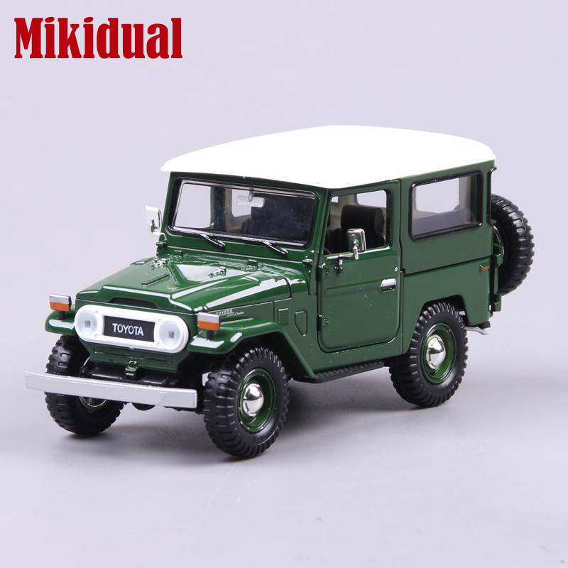 Toys for Children 1 24 Die Cast Jeep Vehicle SUV Metal Collectable car Models for Toyota