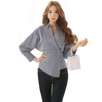 Señoras Del Otoño Del resorte Asimétrico Blusa Tops Coreano Profundo Cuello En V Botones Manguito Oficina de Bolsillo de Manga Larga Blusa Camisa Blusa