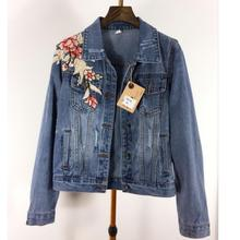 Новинка 2017 года осень Для женщин с цветочной вышивкой джинсовые куртки для женские Джинсы для женщин верхняя одежда с длинным рукавом пальто Femme плюс Размеры L1076