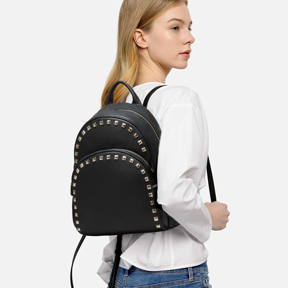 2018 New Models 100% Real Leather Fashion Women Backpack With Rivets Casual Female Travel Bags Large Capacity mochila de mujer