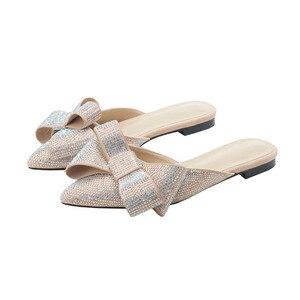 Image 4 - Sandálias femininas meia chinelos de bico ponteagudo, roupa feminina de verão, sapatos baixos e preguiçosos de strass, nova moda, 2019