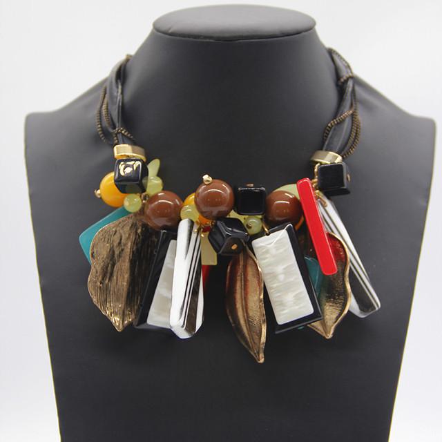 Chegada nova Vintage Collar Geométrica Acrílico Folha Pingente de Colar de Couro Preto Cadeia Declaração Colar de jóias Mulheres
