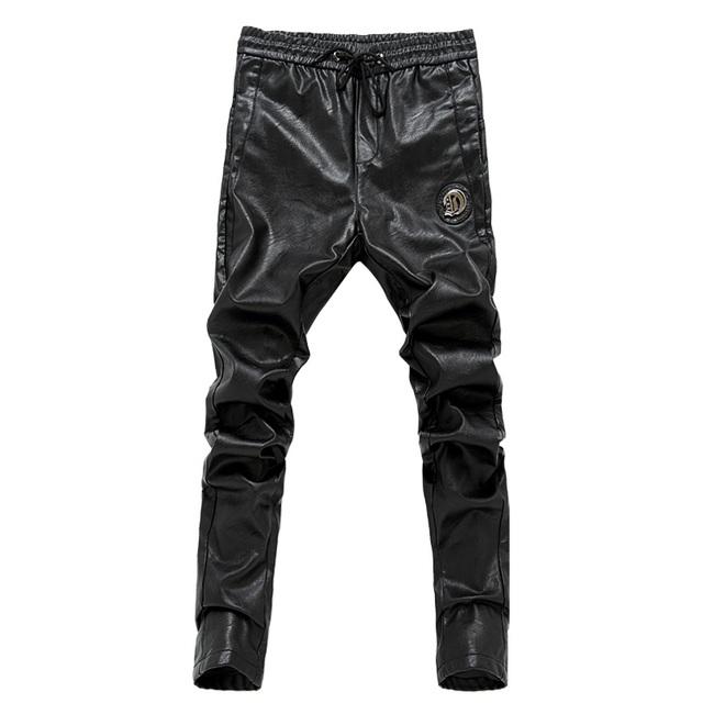 2017 El Más Nuevo slim fit pantalones flacos de la cremallera de cuero de los hombres masculinos pantalones de cintura elástica pantalones de motocicleta 28-36 AYG178