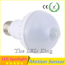 Интеллигентая (ый) Звук движения PIR Сенсор светодиодный шар светильник s SMD5730 E27 220V 3W 5W 7W 9W 15W Глобус лампы коридора с светильник Сенсор