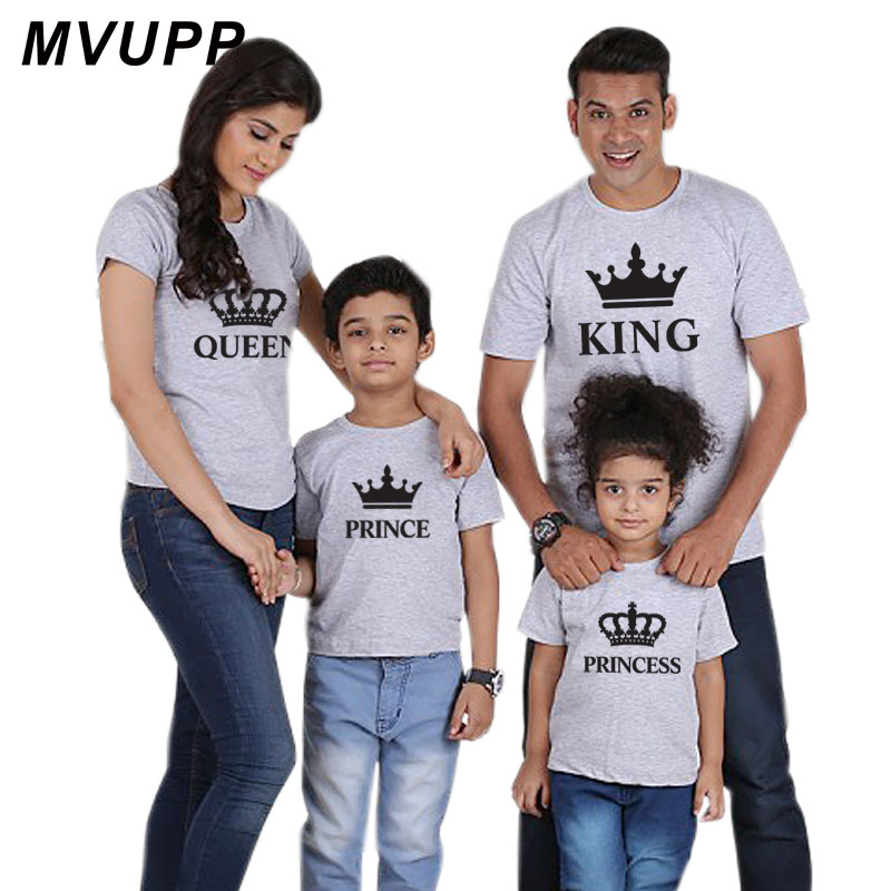 HTB1mvI8f5OYBuNjSsD4q6zSkFXaD Summer mother and daughter clothes family matching outfits mommy and me look tshirt father mom son baby clothing King Queen
