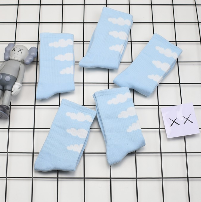 New Socks Men And Women Sky Blue Small Fresh Cloud Pattern Cotton Sports Socks In Tube Socks Tide Hip Hop Skateboard Socks