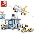 Sluban Model Building Compatible lego Lego B0367 678pcs Model Building Kits Classic Toys Hobbies Airport Plane