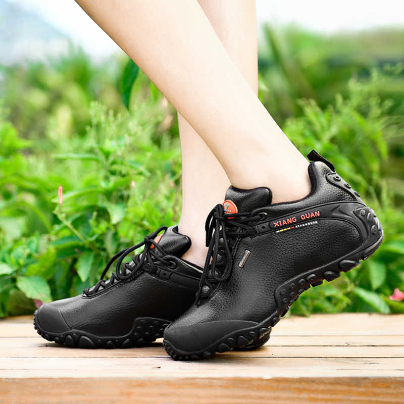 2017 xiangguan屋外ハイキングシューズ繊維革防水滑りにくい黒スニーカークライミング通気性靴