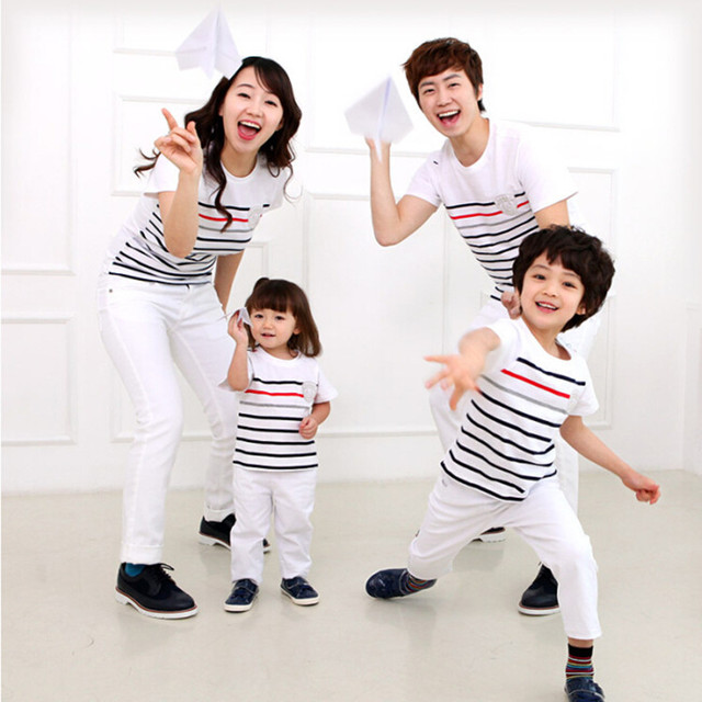 Family Look Cotton Hoodies Outfits Family Matching Clothes for Father Mother Daughter Son Cotton Stripe T-shirt