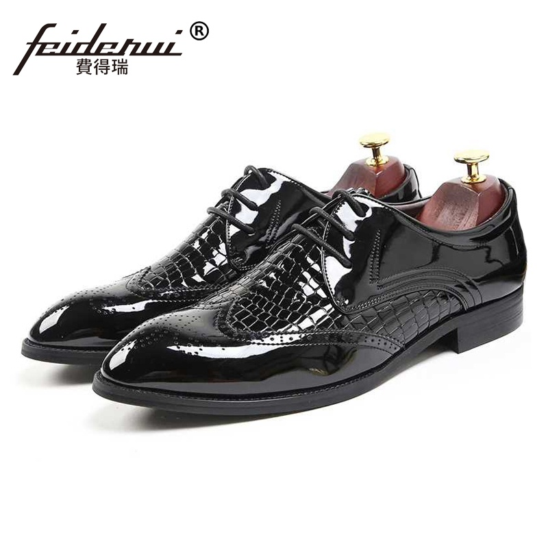 New Luxury Man Formal Dress Wedding Shoes Patent Leather Carved Oxfords Round Toe Derby Men's Wingtip Brogue Banquet Flats SS260 genuine leather mens derby shoes classic oxfords wedding dress shoes business formal brogue round toe carved us6 0 10 plus size