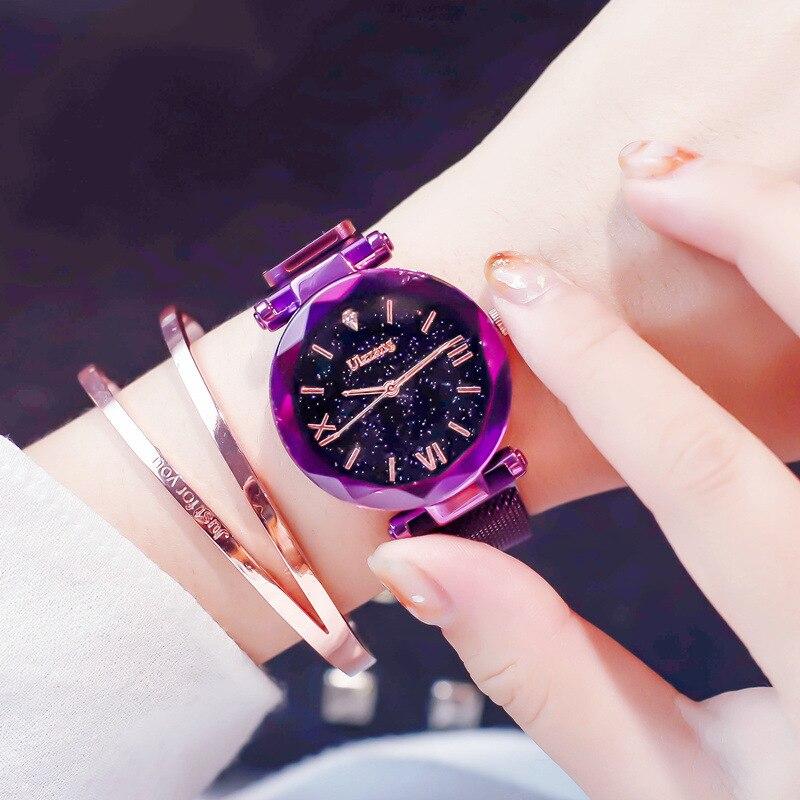 Las mujeres populares relojes de moda elegante imán hebilla misterioso púrpura dama reloj de pulsera 2018 cielo estrellado cielo número romano regalo reloj
