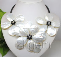 FREE shipping>>White mother of pearl MOP shell flower black glass pendant necklace 18 long