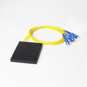 Image 2 - גבוהה באיכות SC UPC PLC 1X4 סיבים אופטי ספליטר תיבת עם SC UPC conector PLC 1X4 מצב יחיד ABS אופטי מצמד משלוח חינם