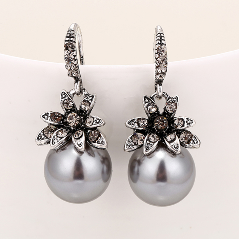 Fashion Imitation Pearl Earrings Inlaid Rhinestones Exquisite Charming Wedding Jewelry For Women Three Colors Optional2019
