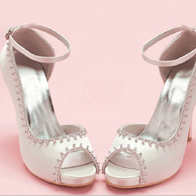 Peep Toe Satin Wedding Dress Shoes Woman White Bridal Shoes Lady Prom Prom High Heels Bridesmaid Shoes with ankle straps