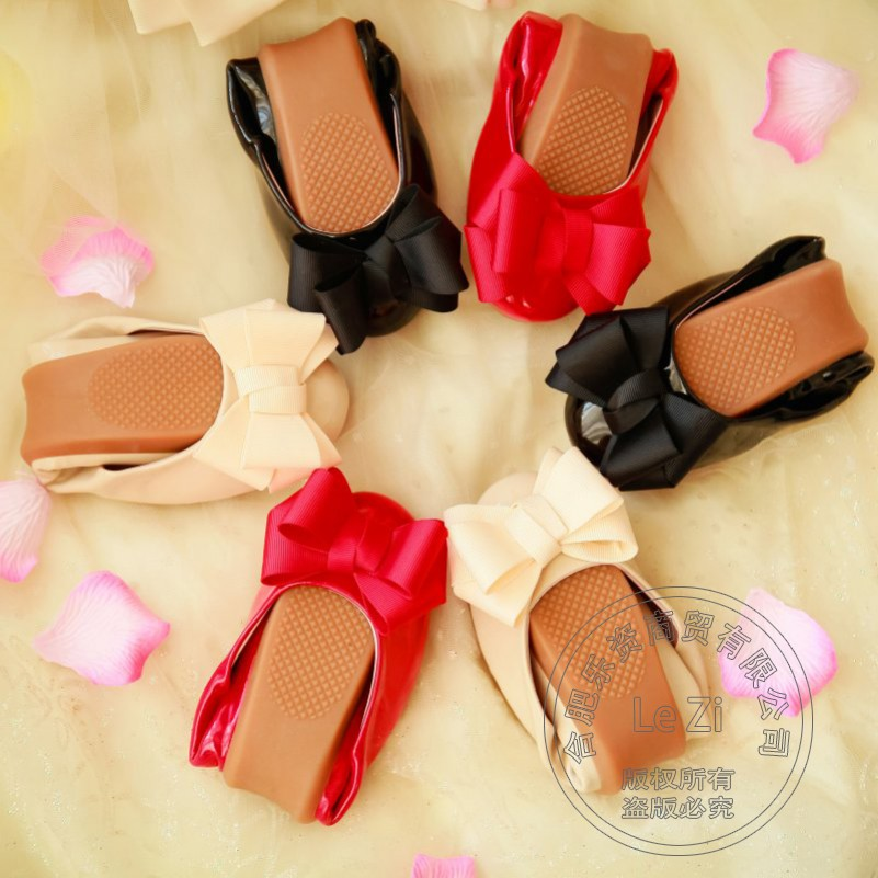 ФОТО Pu Women Summer Shoes Young Girl Glossy Shose Women Portable Soft Womens Shoes Flats Foldable Ballet Shoes Sweet Solid Color