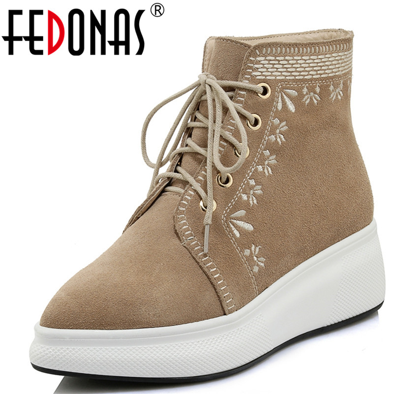 купить FEDONAS 1Fashion Women Ankle Boots Autumn Winter Warm Wedges High Heels Shoes Woman Pointed Toe Embroider Cow Suede Casual Shoes по цене 3789.04 рублей