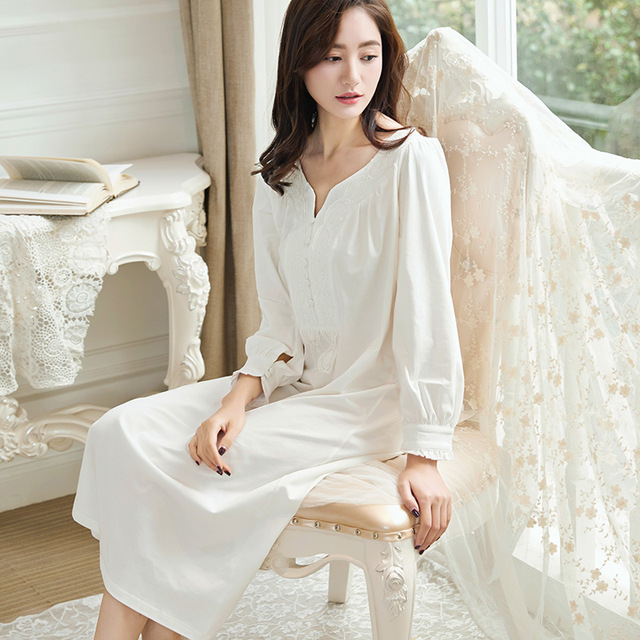 80663f2336201 Haute qualité Vintage nuisette Palace à manches longues coton chemise de  nuit Simple vêtements robe femmes